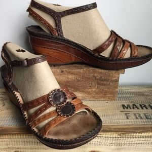 Clark's artisan brown leather sandals 9
